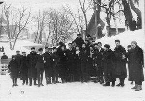 Группа участников конькобежных состязаний в Юсуповом саду (3-й справа Э.Лауман, 4-й справа - В.И.Срезневский).