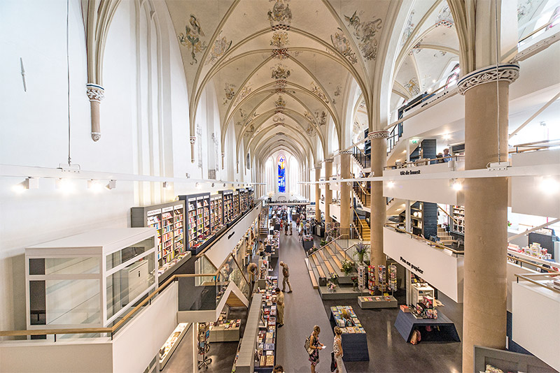 A 15th Century Cathedral Transformed into a Modern Bookstore (7 pics)