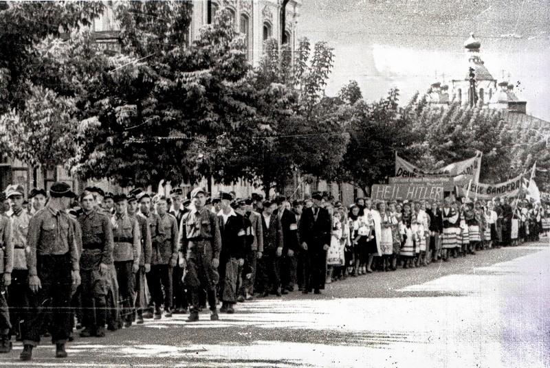 1941г., из архива бывшего бургомистра Ровно Поликарпа Бульбы.jpg