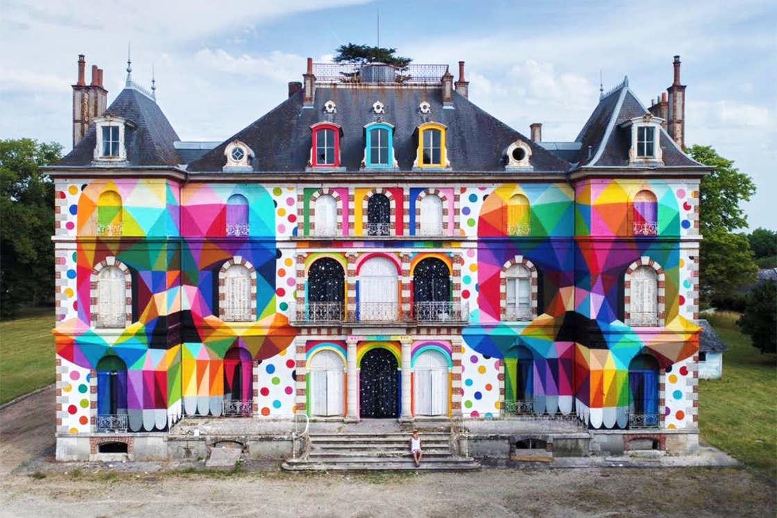 Street Art – Okuda peint des cranes colores sur un chateau abandonne (6 pics)