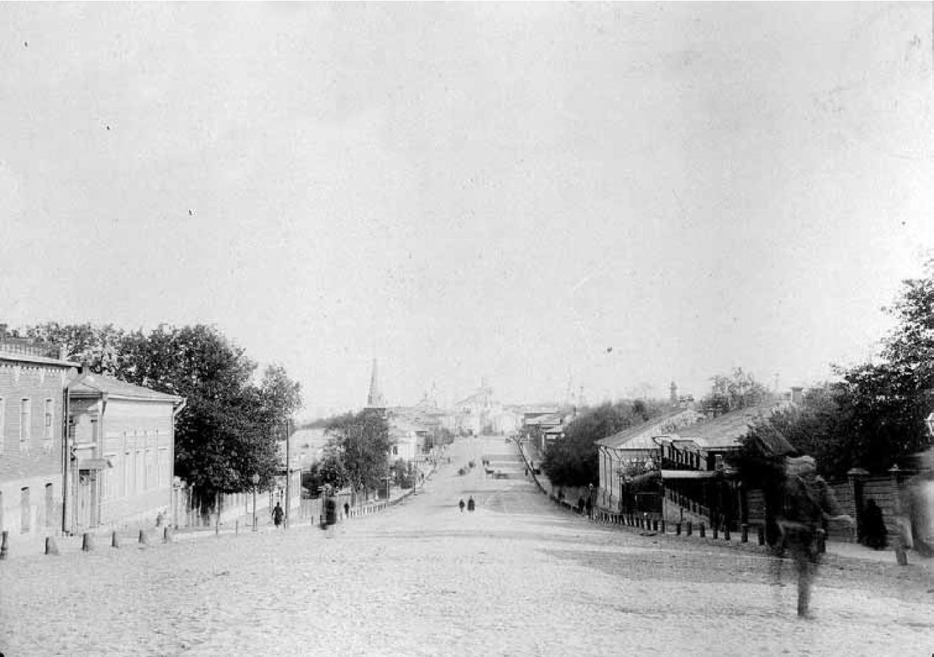 Дворянская улица. Вид с запада, со Студеной горы, на Золотые ворота. Около 1909