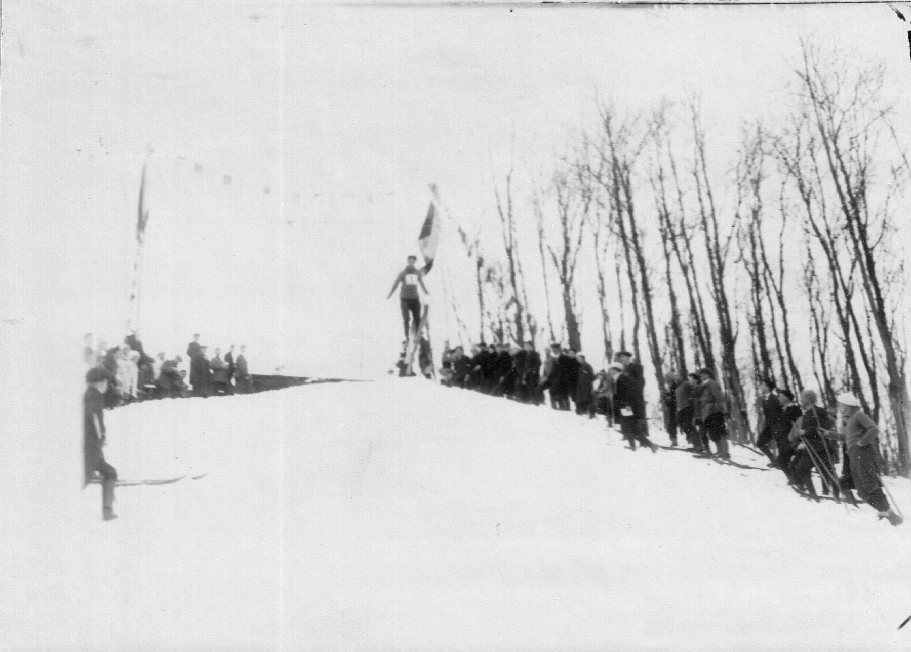 07. Соревнование членов кружка по прыжкам с трамплина