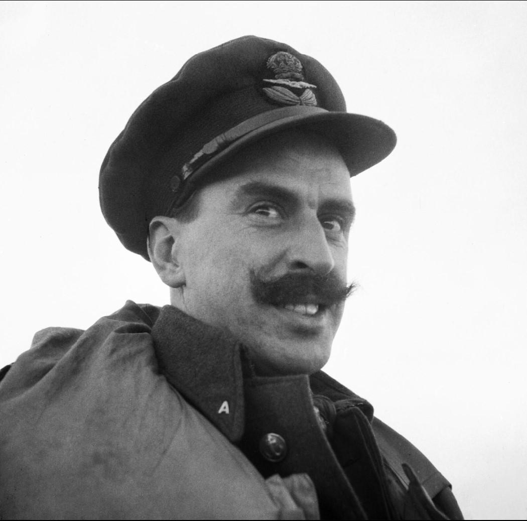 Э.Х.Рук, командир 81-ой эскадрильи RAF. Под его руководством эскадрилья уничтожила тринадцать немецких самолетов, потеряв лишь одного пилота за время пребывания в России