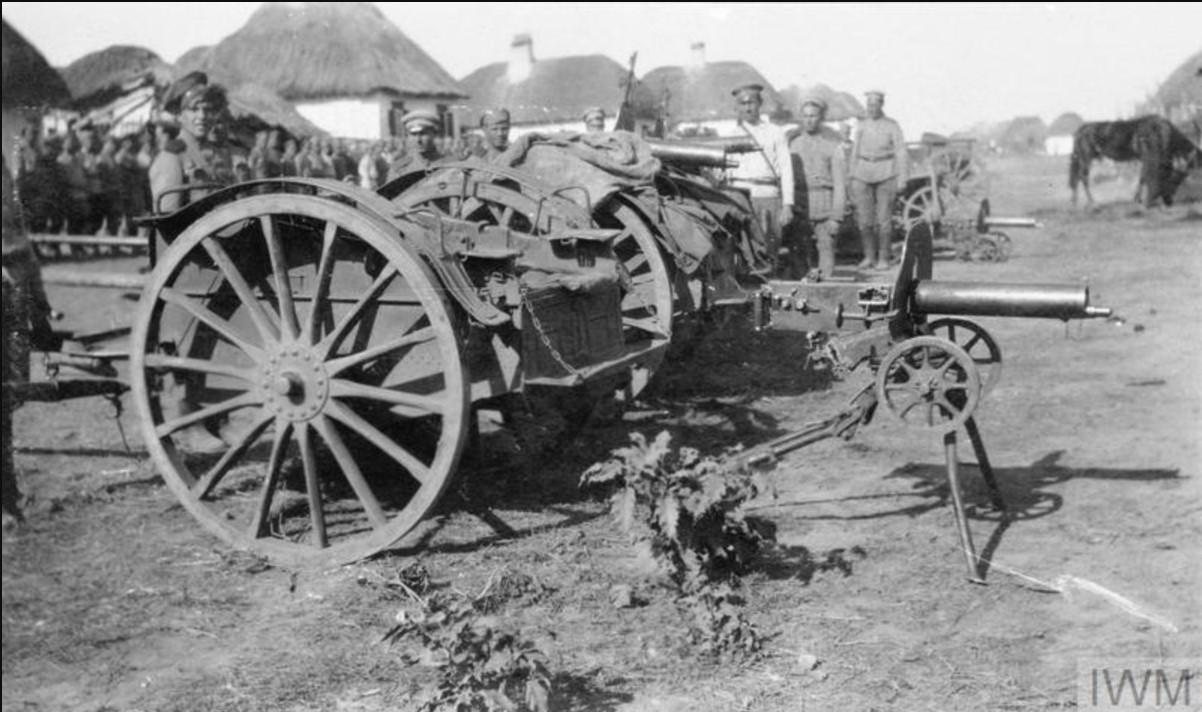 Пулеметы Максим, устанавливаемые на телегах, так называемых тачанках