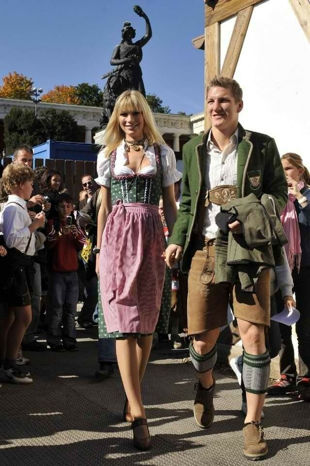59b7397908bb7cf5892d6e5bdac4c797--lederhosen-outfit-bastian-schweinsteiger.jpg