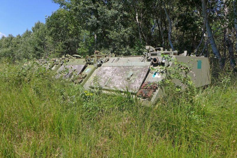 Abandoned-Italian-Army-tanks-and-mothballed-armoured-personnel-carriers-12.jpg