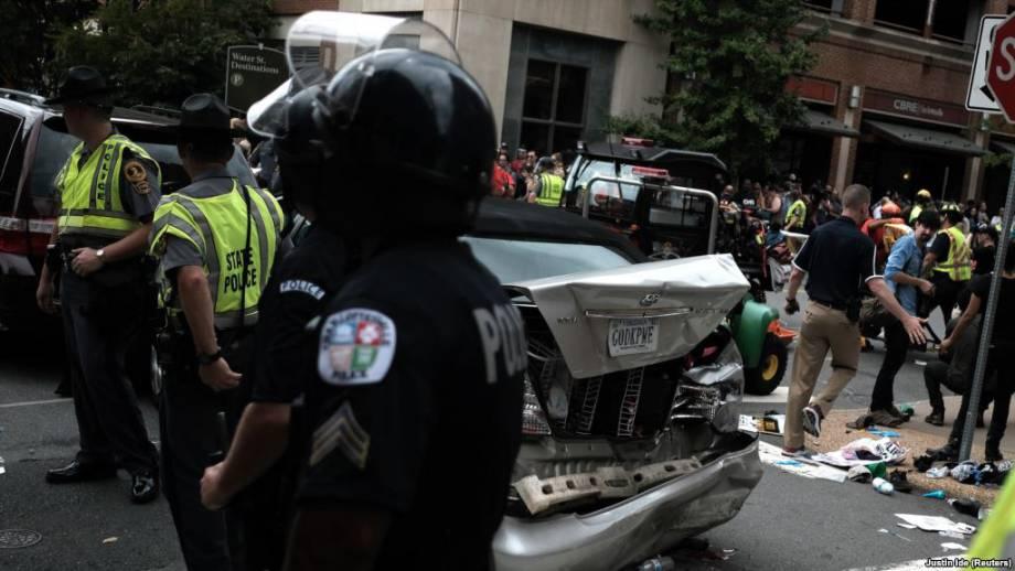 Вирджиния: 1 человек погиб, 19 ранены из-за наезда машины на демонстрантов