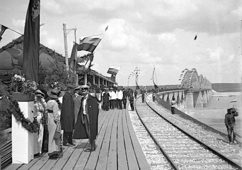 Открытие Романовского моста через Волгу.