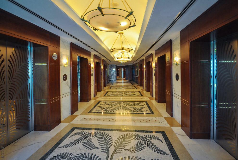 17. Если внутри у Хаятта джунгли и роскошь императорского дворца, то снаружи четыре башни отеля