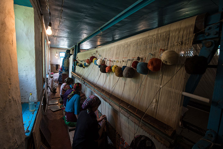 Ручное производство ковров (28 фото)