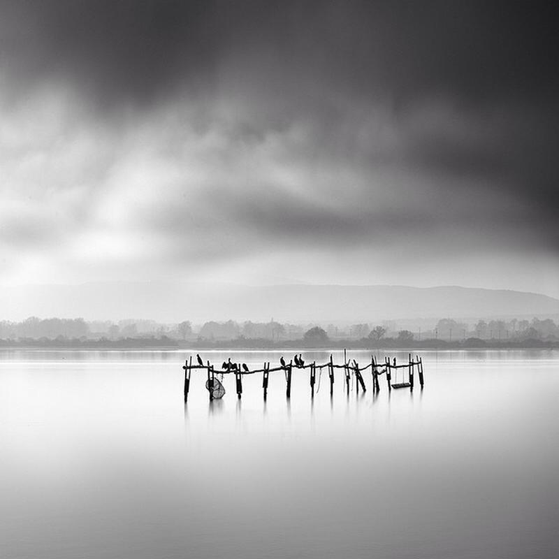 Чёрно-белые пейзажи, уходящие за пределы реальности. Фотограф Джордж Дигалакис (21 фото)
