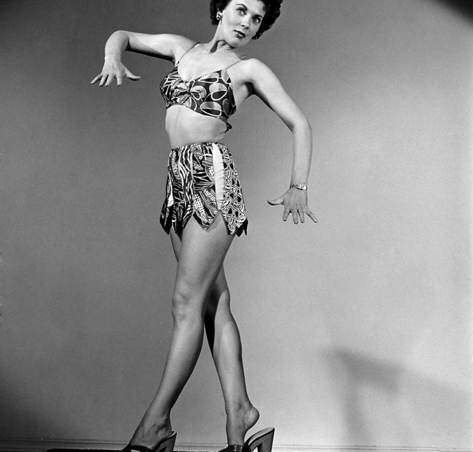 17. Модель в бикини, 1950 г. (Ed Clark—Time & Life Pictures/Getty Images)