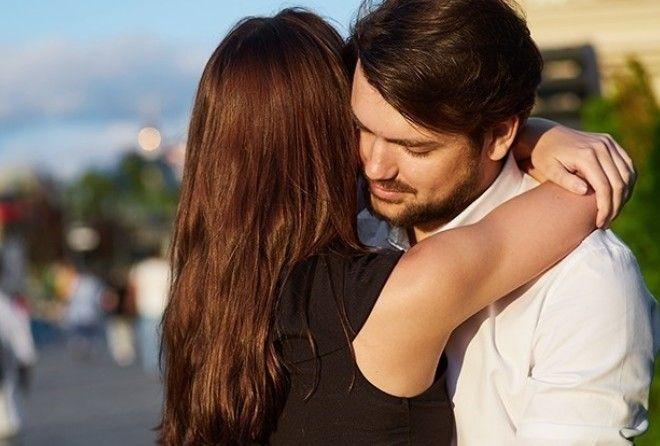 Хотите узнать, что могут рассказать о ваших отношениях объятия? Мы уже все разузнали — скорее