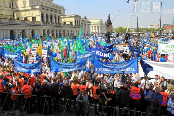 Многотысячный марш «Марш свободы» всколыхнул Варшаву— Яростный протест