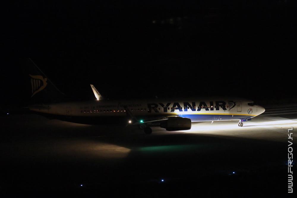 B-737_EI-DPC_RyanAir_2_CFU_resize.jpg