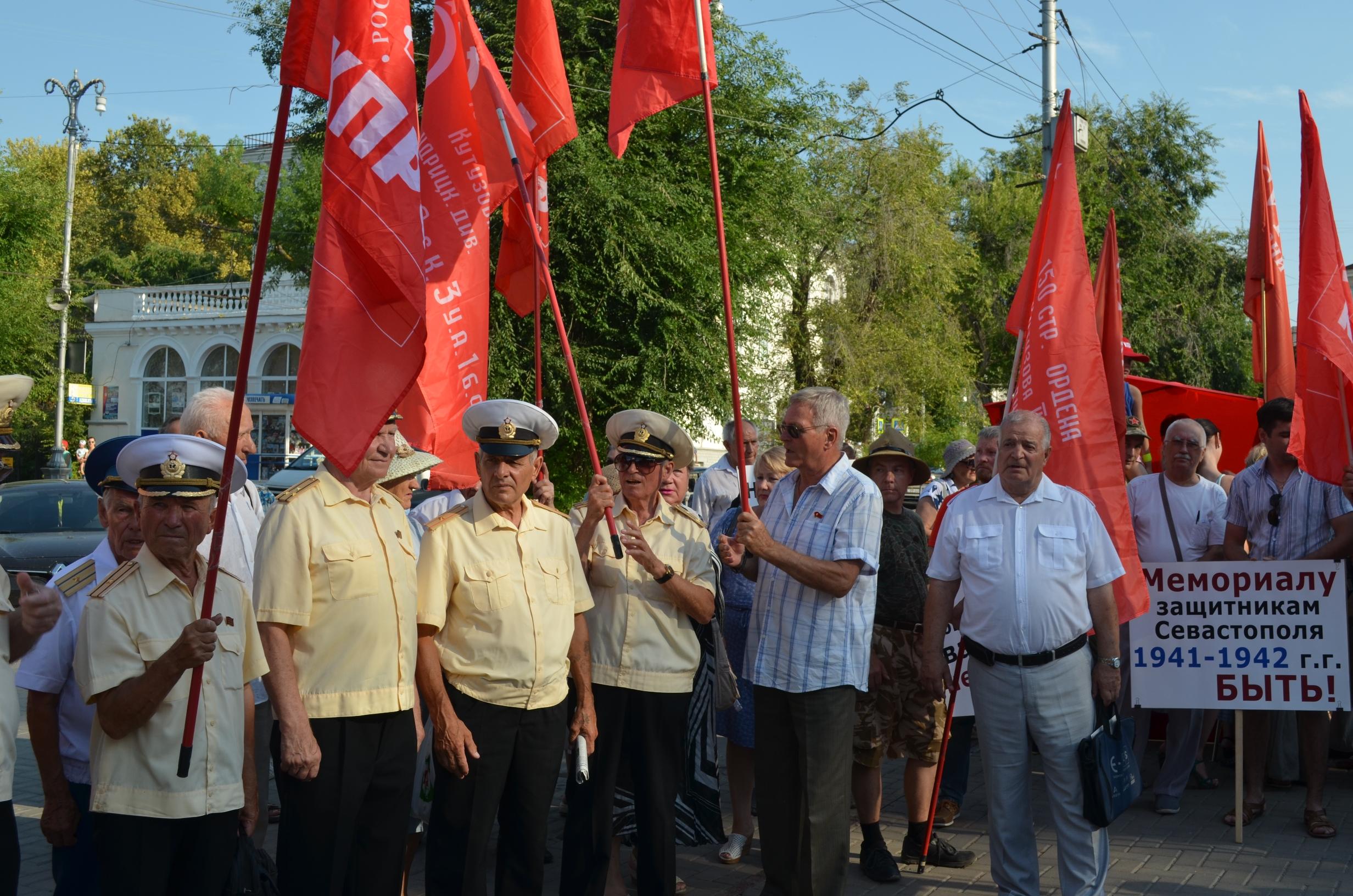 20170804-Антисоветизм в Севастополе не пройдёт- севастопольцы вышли на митинг против памятника примирению-pic3