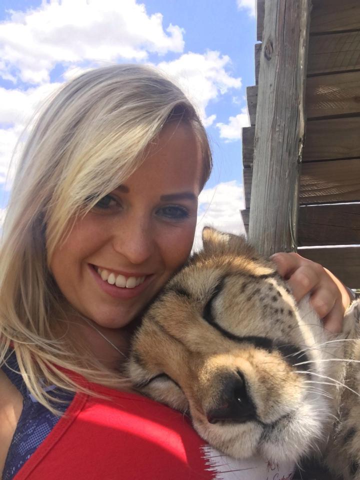 Она спасла котенка гепарда от охотников за трофеями...