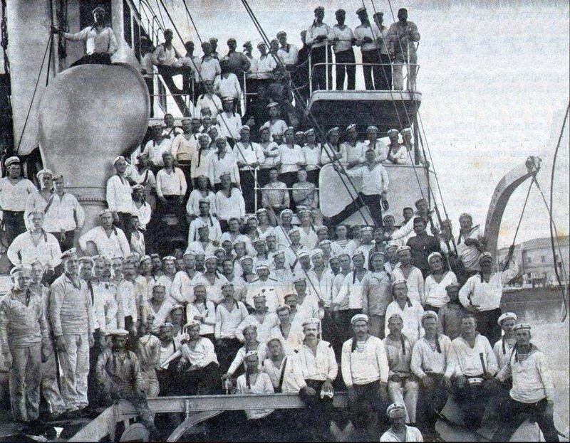 Команда крейсера Очаков за две недели до восстания 1905 г..jpg