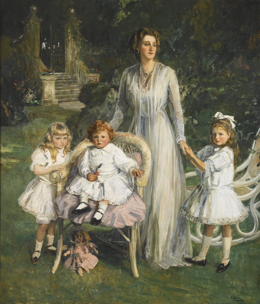 ARCHIBALD BENN DUNTLEY MACONOCHIE WITH HIS MOTHER AND SISTERS , 1908.Jpeg