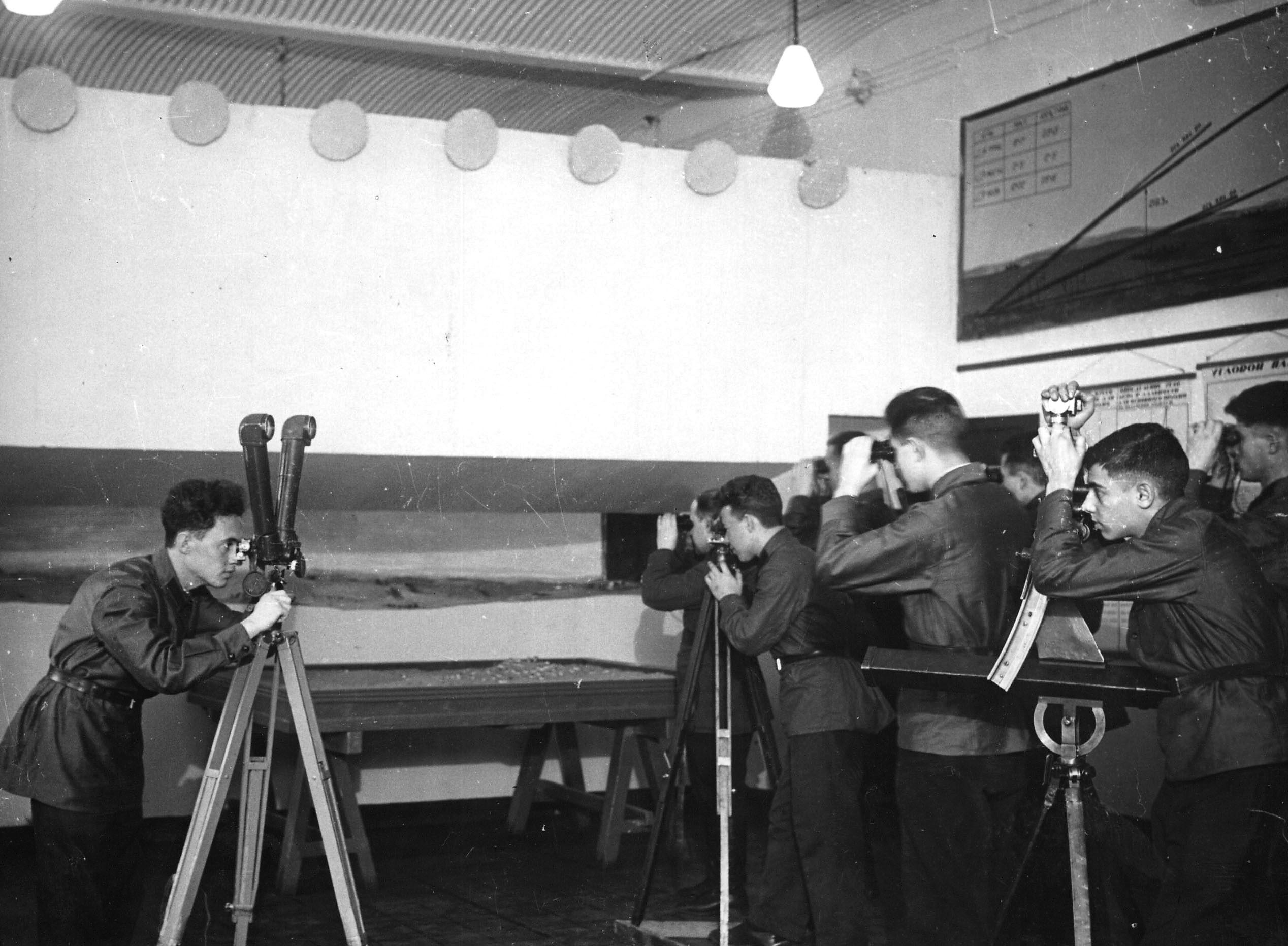 1930-е. Студенты на практических занятия