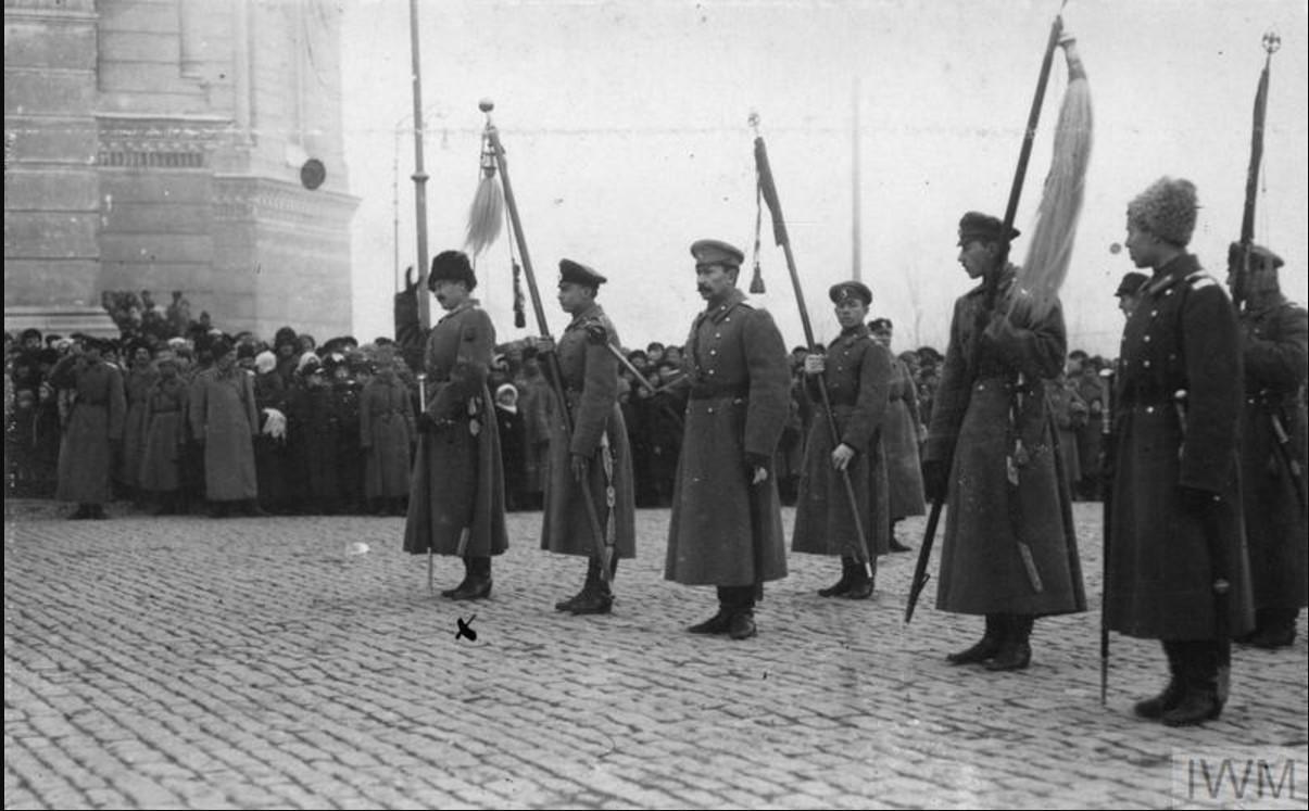 Генерал-лейтенант Африкан Петрович Богаевский держит «Золотую булаву»