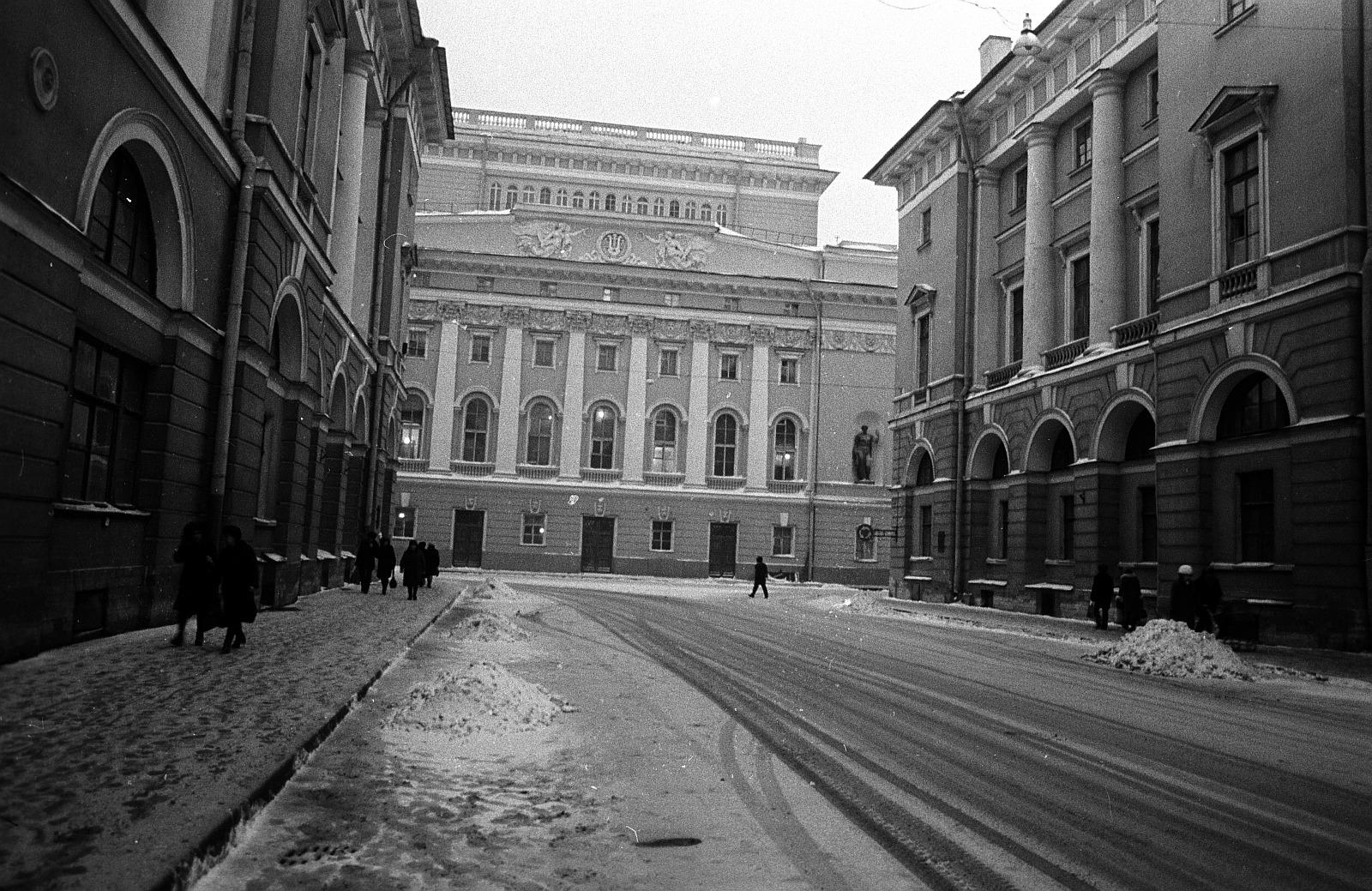 Александринский театр. Вид с обратной стороны