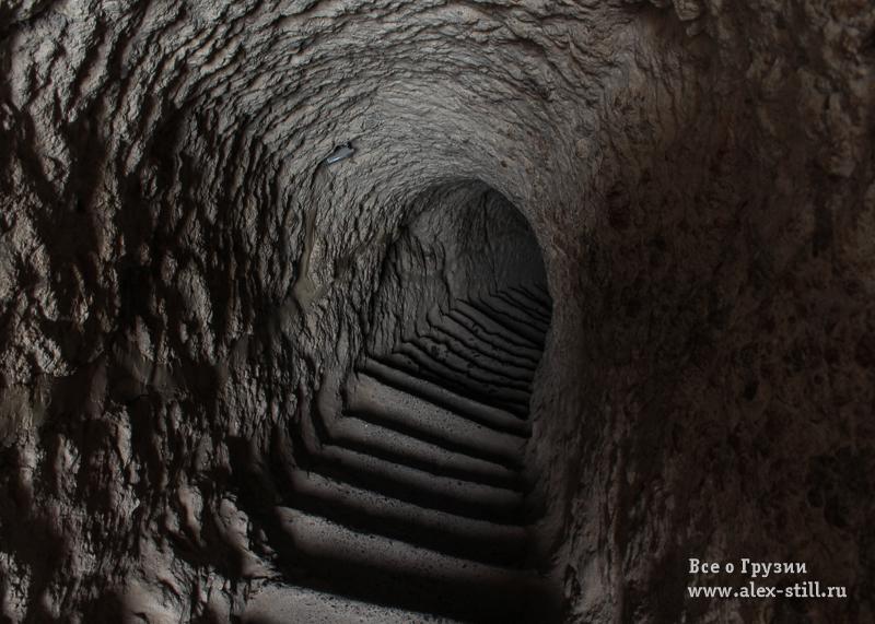 Лестницы в Вардзии имеют крутые ступеньки