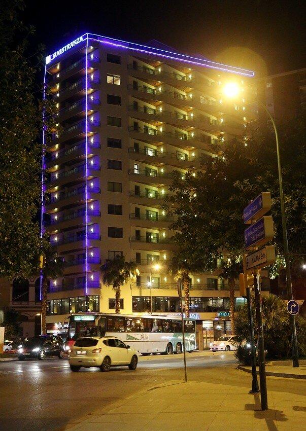 Ночная Малага. Hotel MS Maestranza