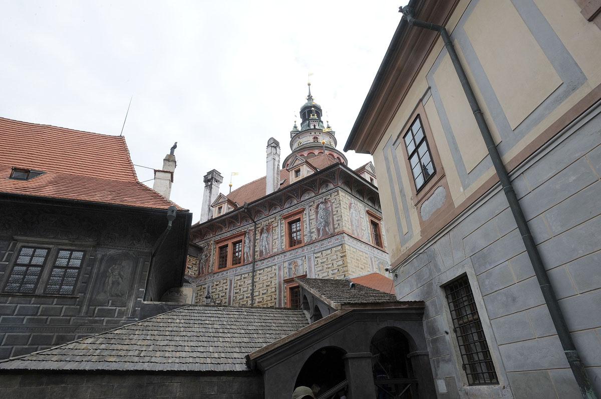 18. Площадь замка является одной из крупнейших в Центральной Европе. Вокруг внутреннего двора замка