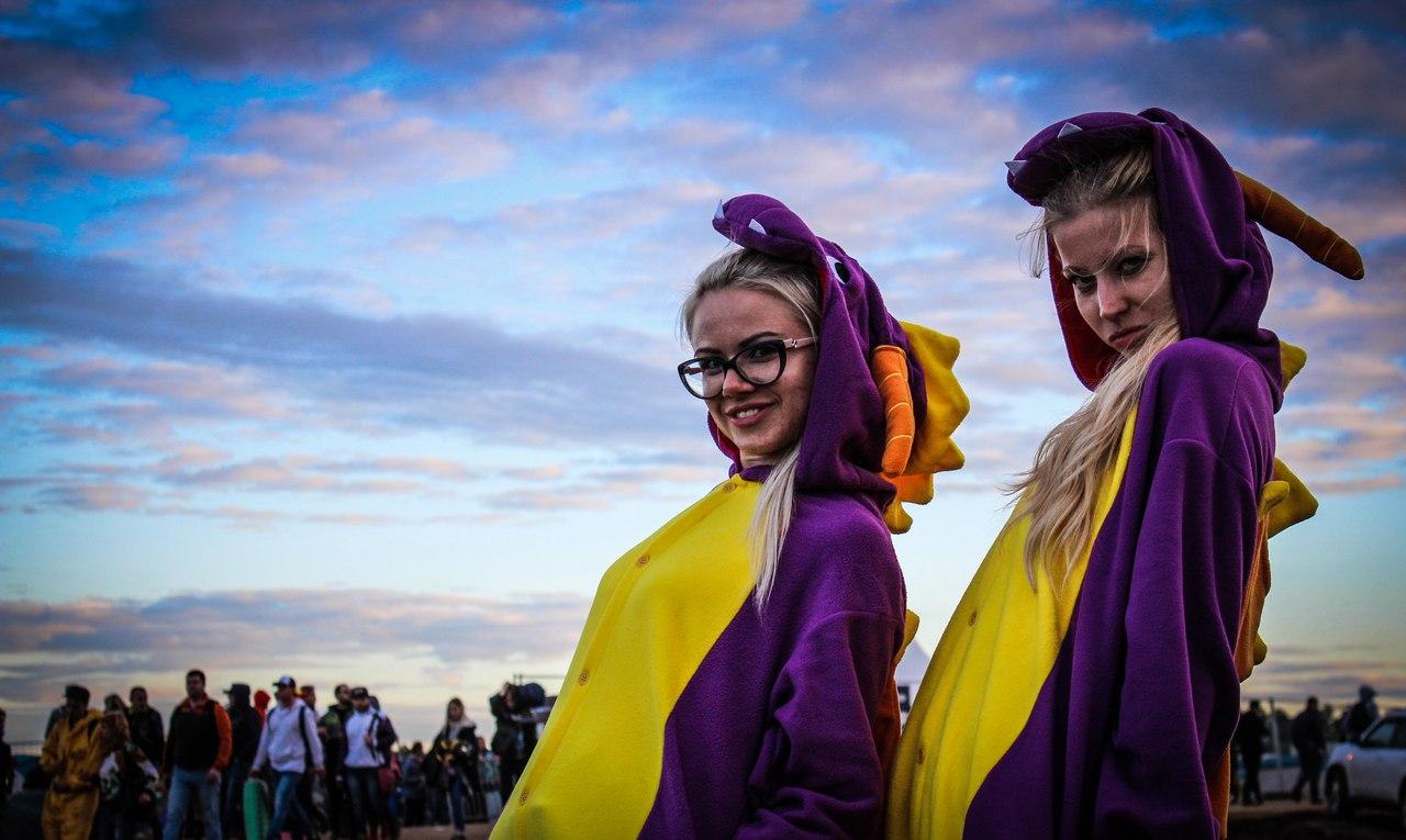 Грязные девчонки: Фото девушек с фестиваля Alfa Future People — 2017 (70 фото)