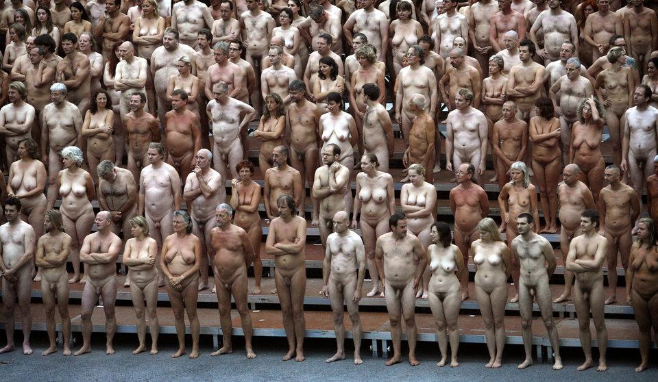 Гололюд: Спенсер Туник снова всех разденет