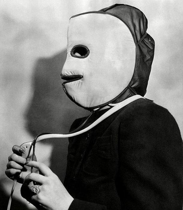 В 1940 была разработана электрическая маска, которая грела кожу лица, чтобы стимулировать кровоо