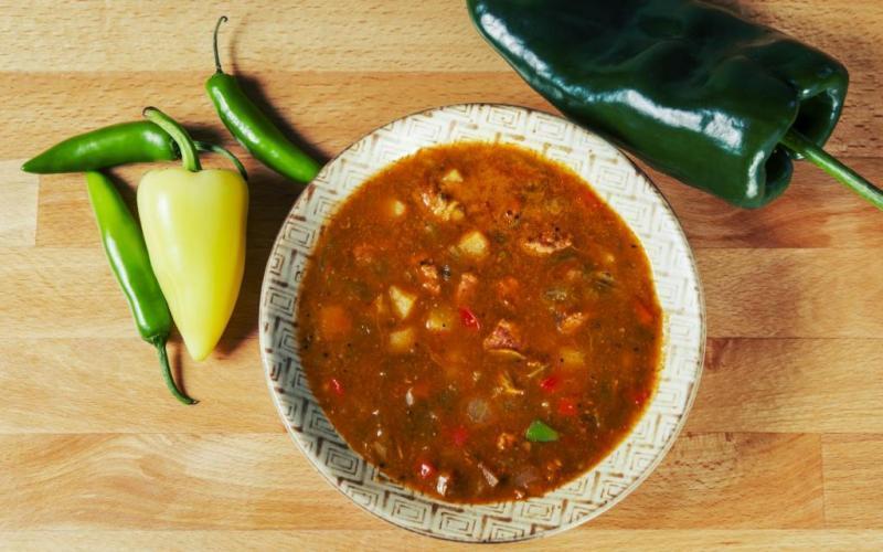3. Лучший способ познакомиться с культурой Нью-Мексико — попробовать зеленый перец чили. Его выращив