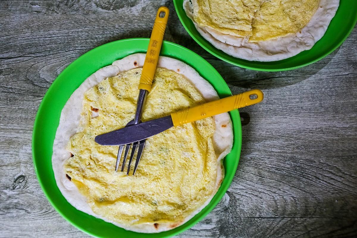 7. А каждое утро в любой кафешке вам предложат омлет. Где берут яйца на высоте свыше 4000 м над уров