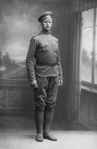Н.А.Быков, борец-чемпион, ученик И.В.Лебедева (Дяди Вани), ростом 3 аршина 1 вершок, в военной форме. 1916