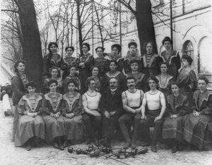 Преподаватели и тренеры с женской группой