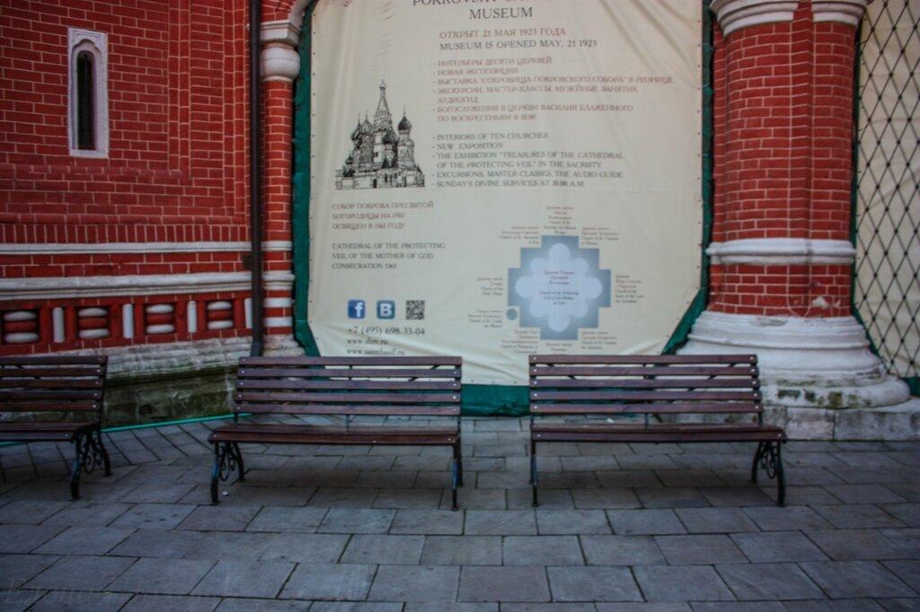 Покровский собор- скамеечки.jpg