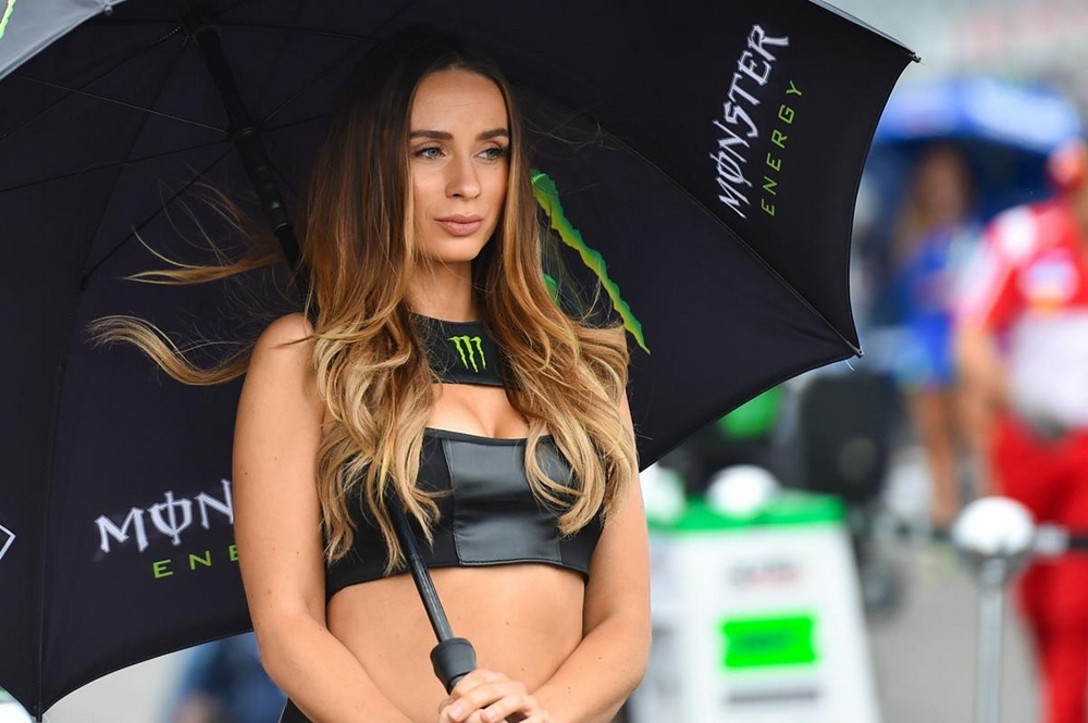 Девушки паддока Гран При Заксенринга 2017