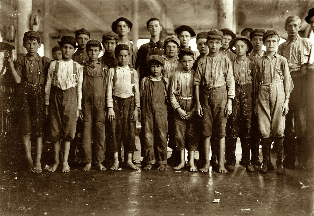 lewis-hine-child-labor-fries-mill-boys-1911.jpg