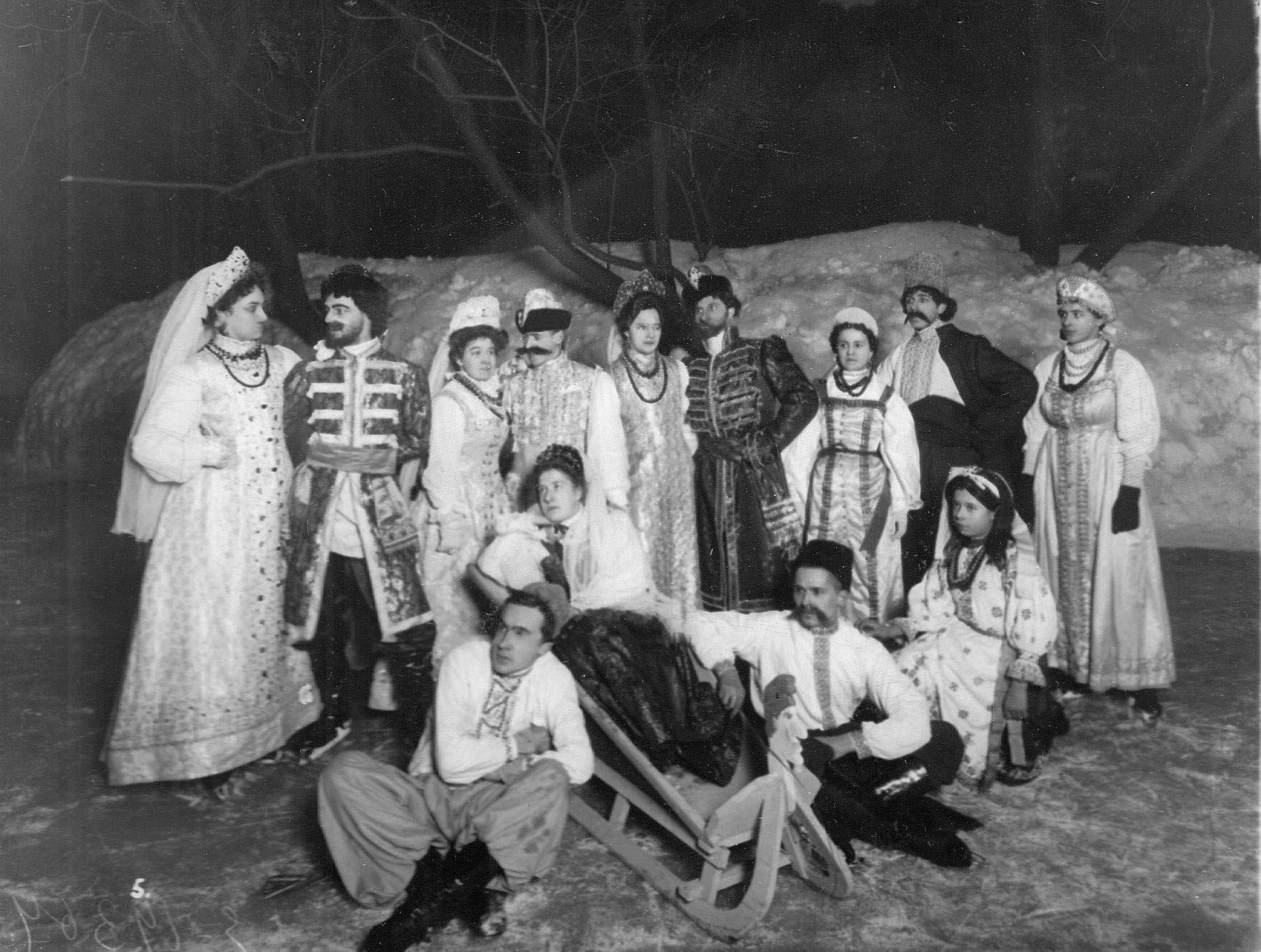 Группа участников карнавала