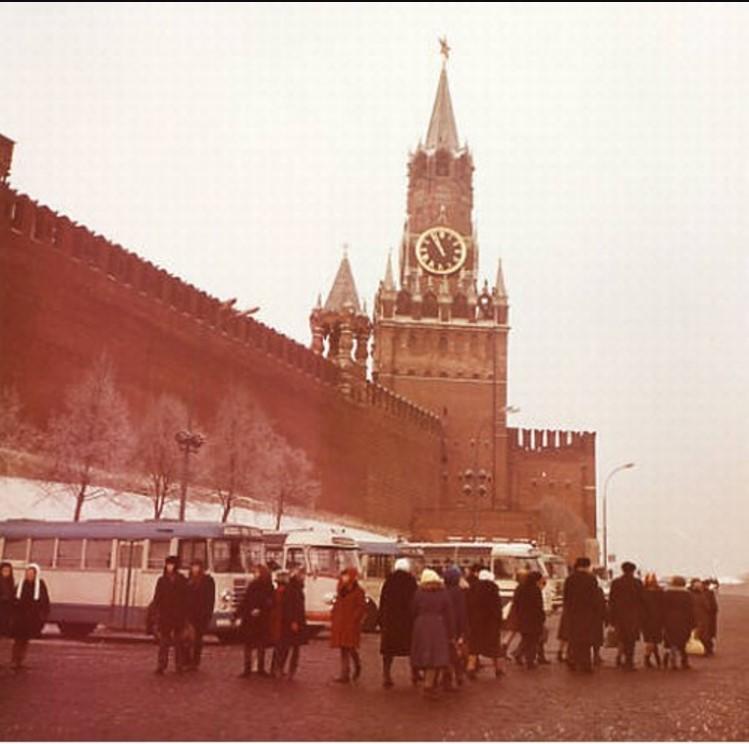 Восточная стена Кремля и Спасская башня