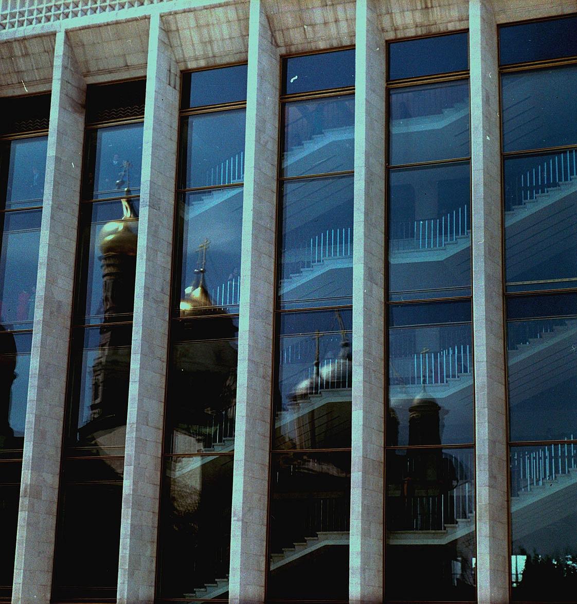 Стеклянный фасад Государственного Кремлевского дворца