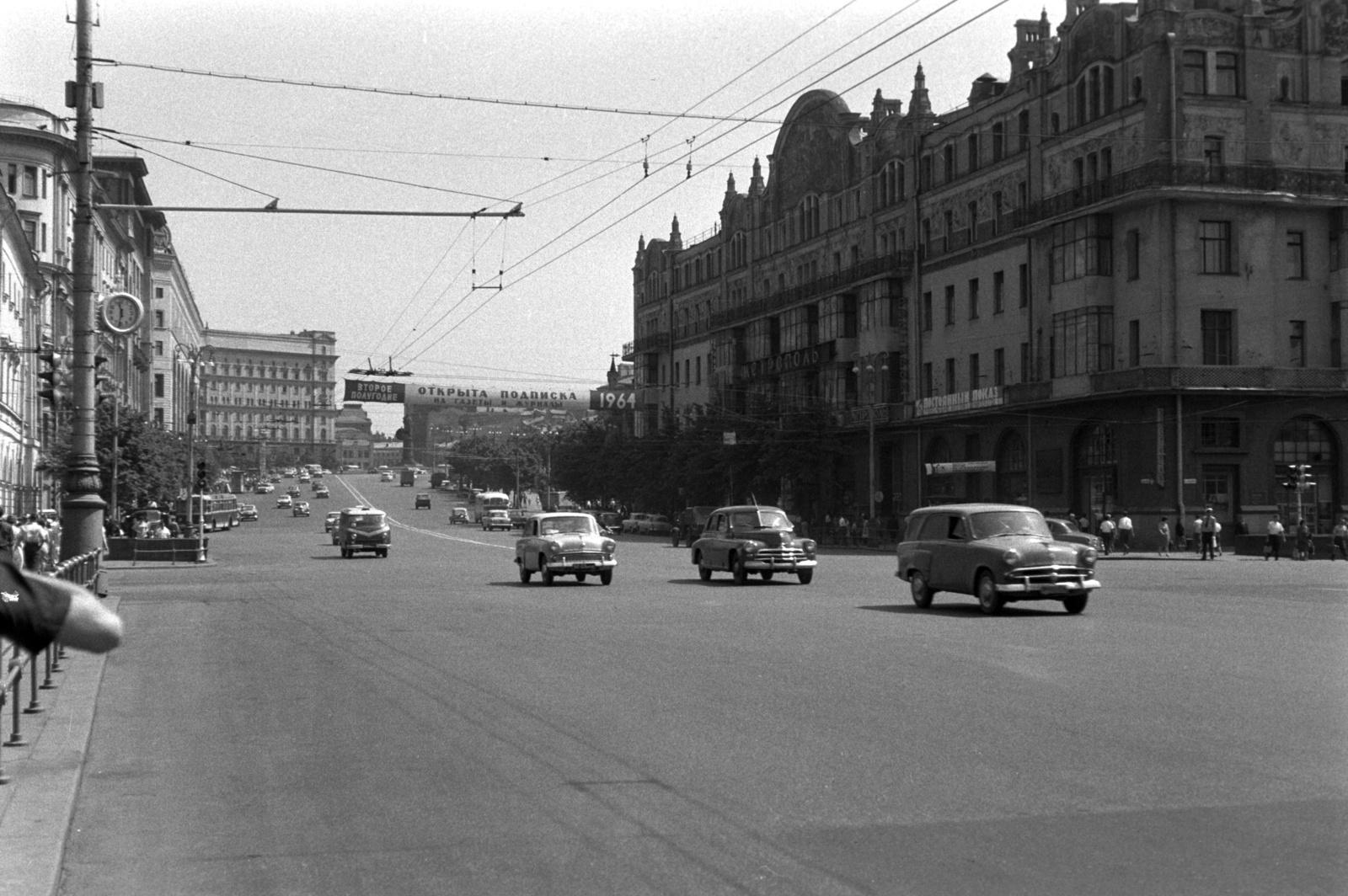 Роскошная гостиница «Метрополь» на Театральной улице