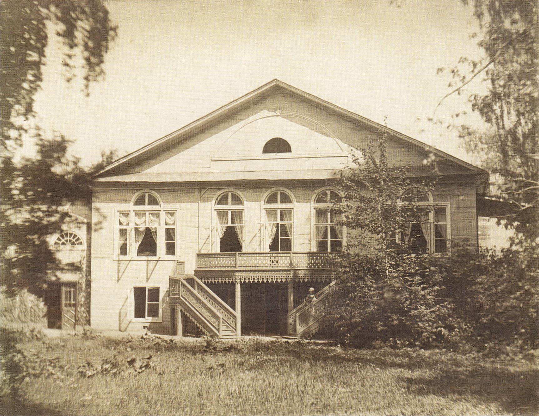 Парковый фасад большого флигеля. 1880-е.