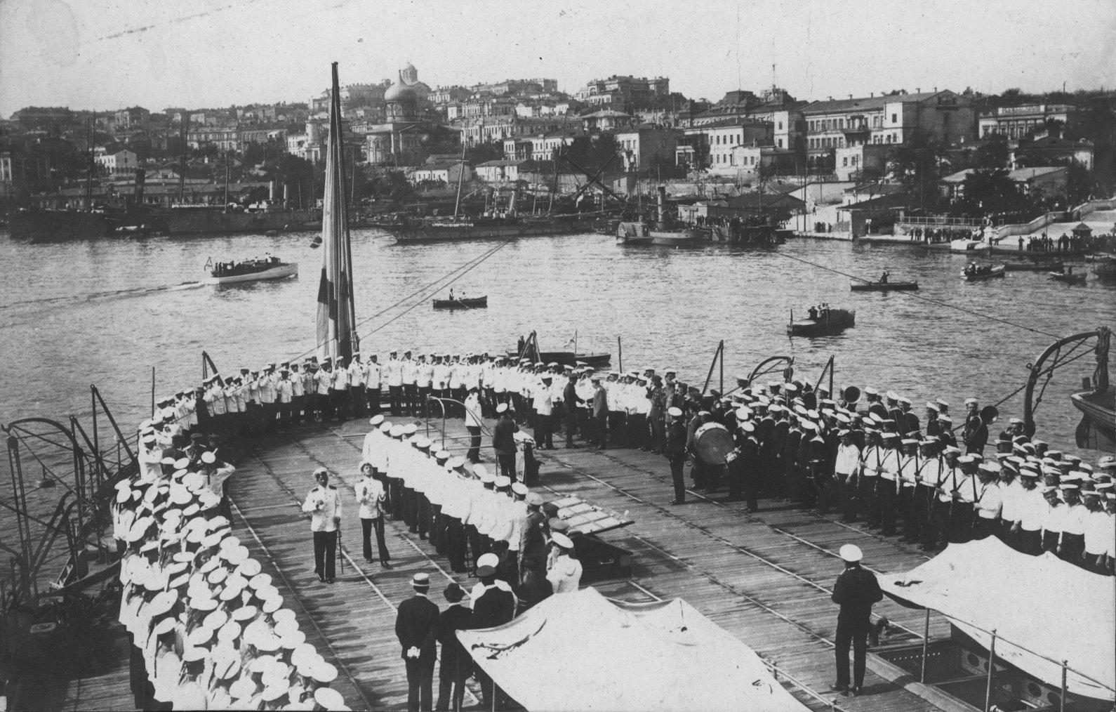 Южная бухта. Борт эскадренного броненосца Георгий Победоносец. 1900