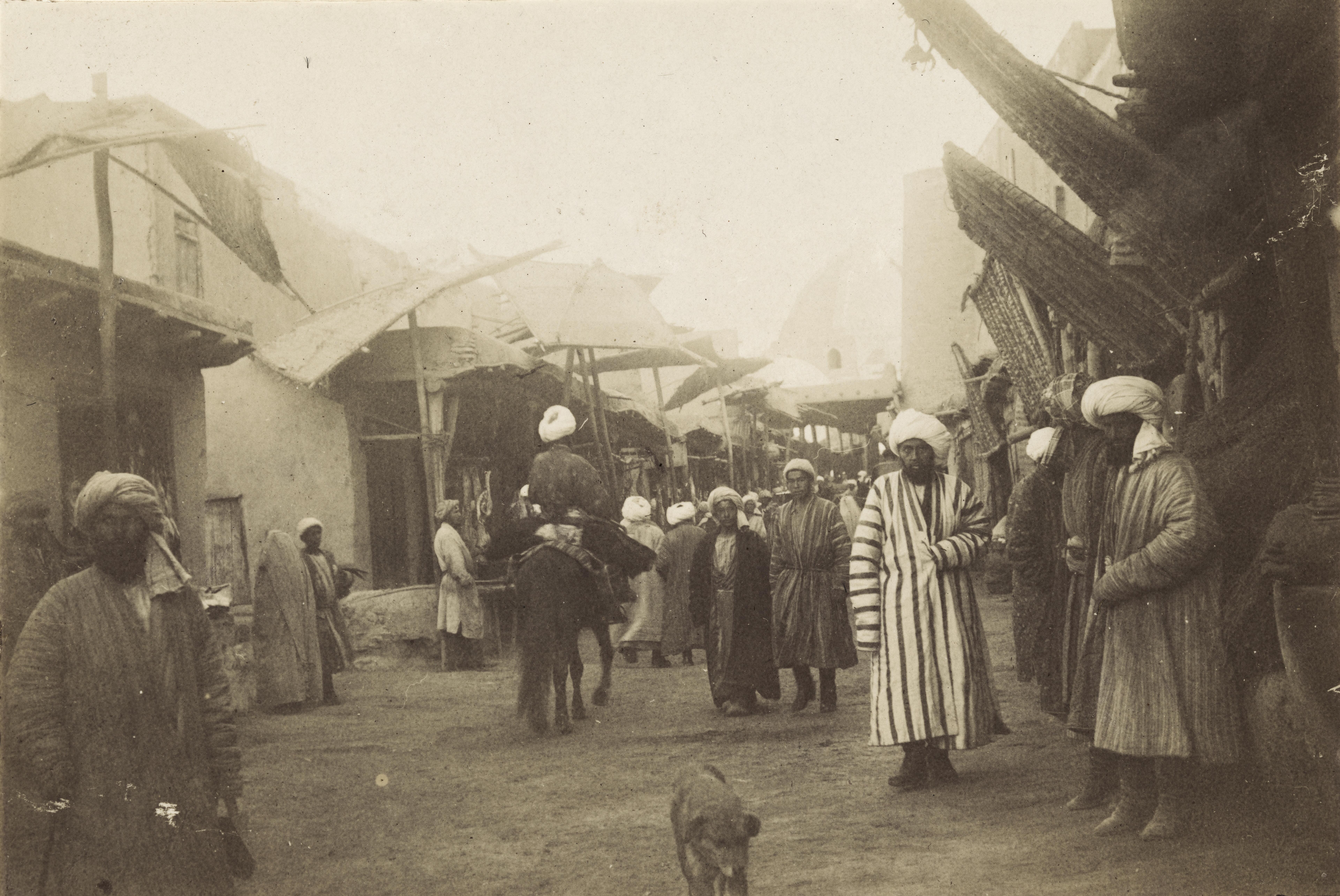 28. Базарная улица в Бухаре