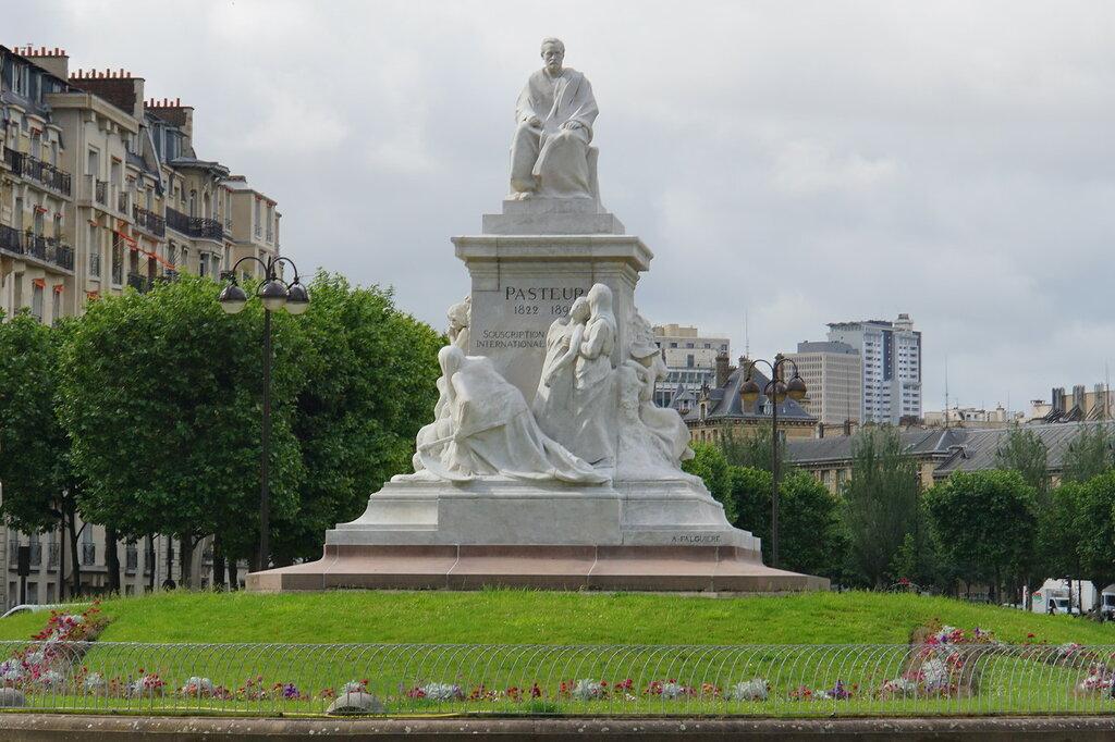 Памятник Пастеру