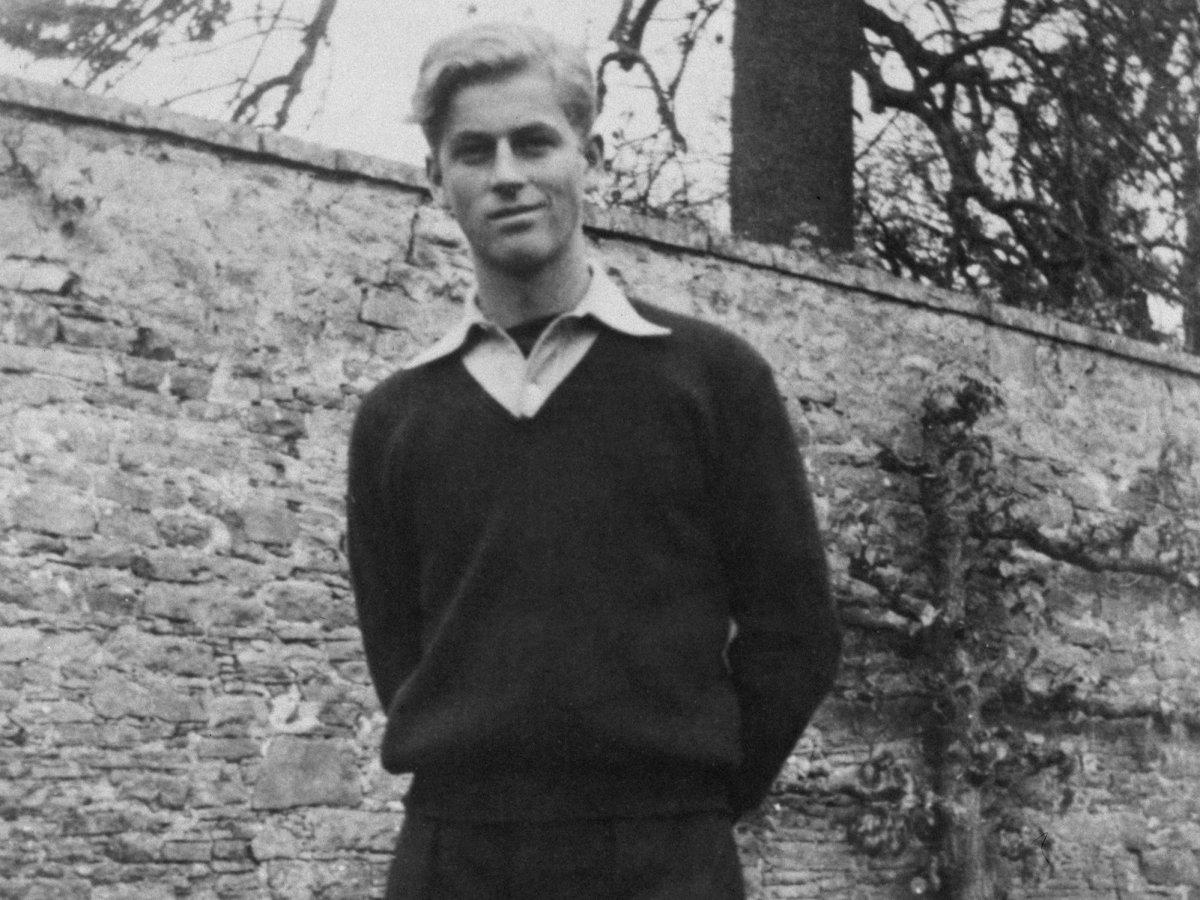 В Париже принц учился в американской школе. Его родители расстались, принц Андрей уехал в Монте-Карл