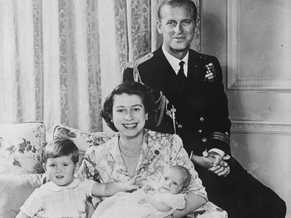В течение последующих нескольких лет пара жила на Мальте, где был расквартирован королевский флот. Т