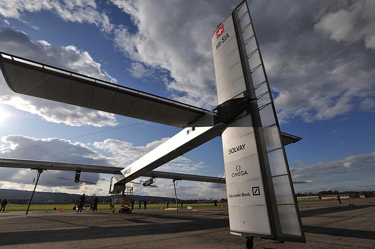 Разработан самолет компанией Solar_Impulse. Он имеет размах крыльев, сравнимый с Airbus A340 (6